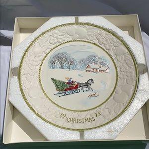 Vernon Ware Wall Art - NIB Vernon Ware 1972 Jingle Bells Collector Plate